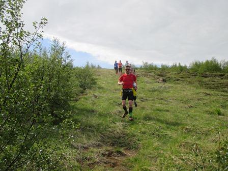 Hlaupið niður brekkurnar að tjaldstæðinu í Systragili.
